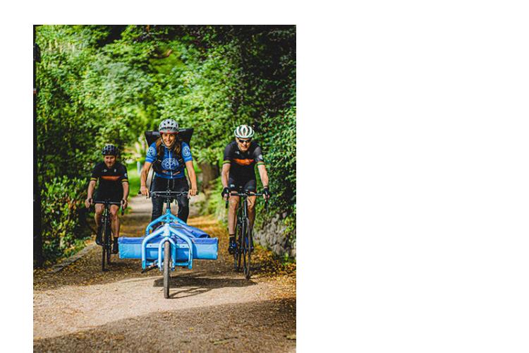 Drie fietskoeriers van sociale onderneming De Fietskoerier Utrecht onderweg